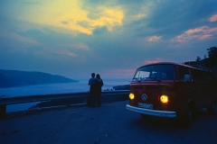 Wie romantisch. Unser T2 in der Abenddämmerung in Norwegen