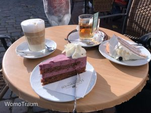 Einkehr in einem kleinen Café in der Fischersiedlung Holm in Schleswig